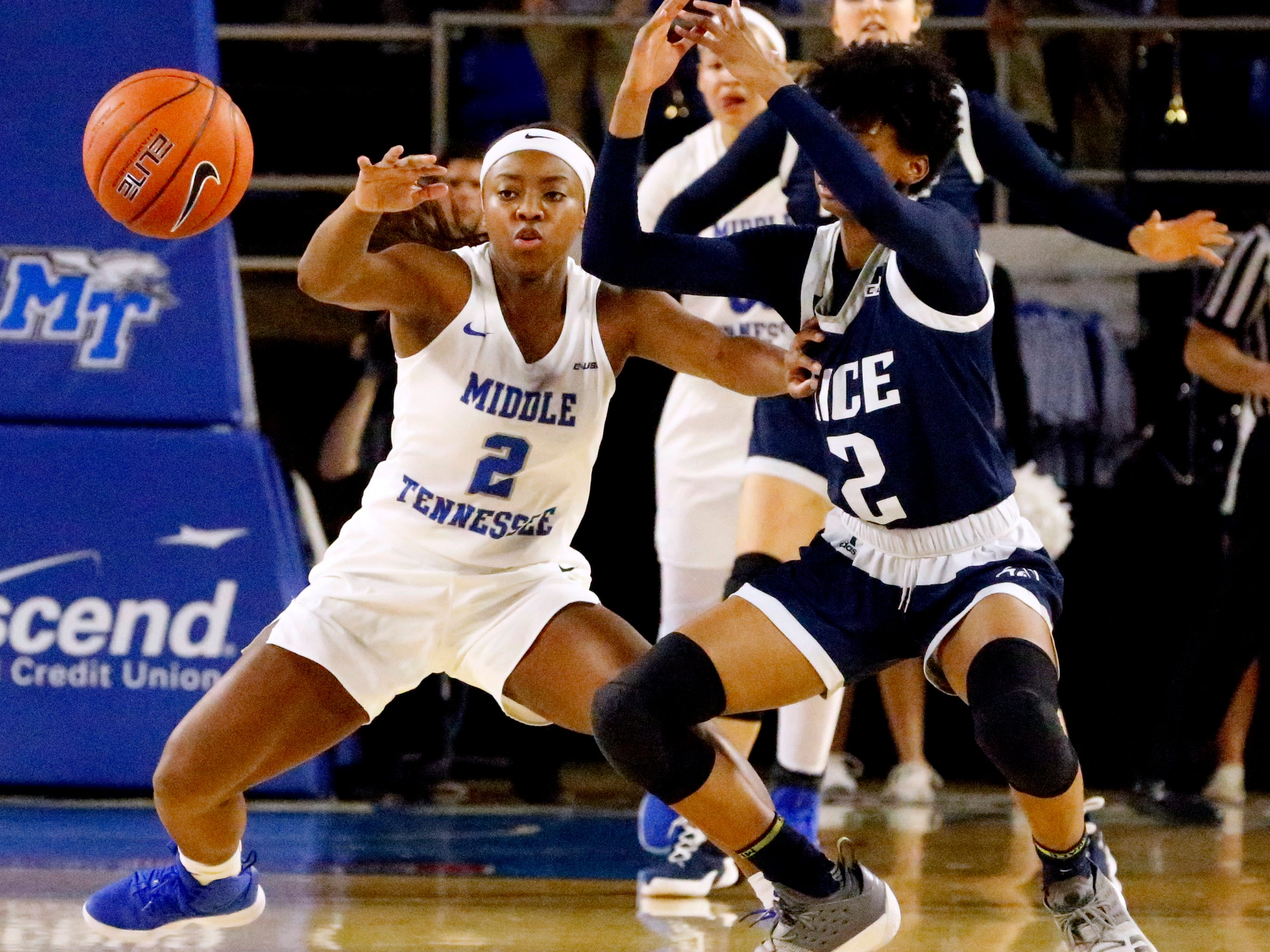 Rice's guard Sydne Wiggins (2) looses control of the bal as MTSU's guard Taylor Sutton (2) goes after the ball on Thursday Jan. 24, 2019.