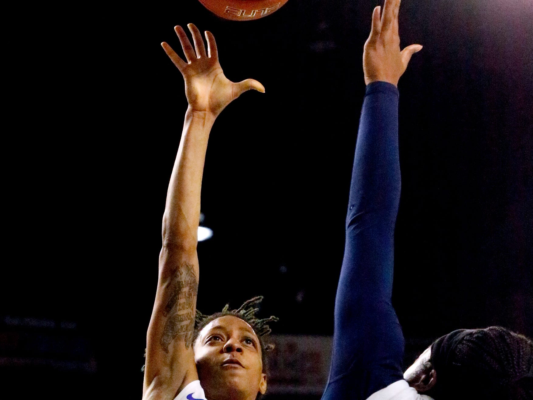 MTSU's guard A'Queen Hayes (1) goes up for a s hot as Rice's guard Erica Ogwumike (13) guards her on Thursday Jan. 24, 2019.