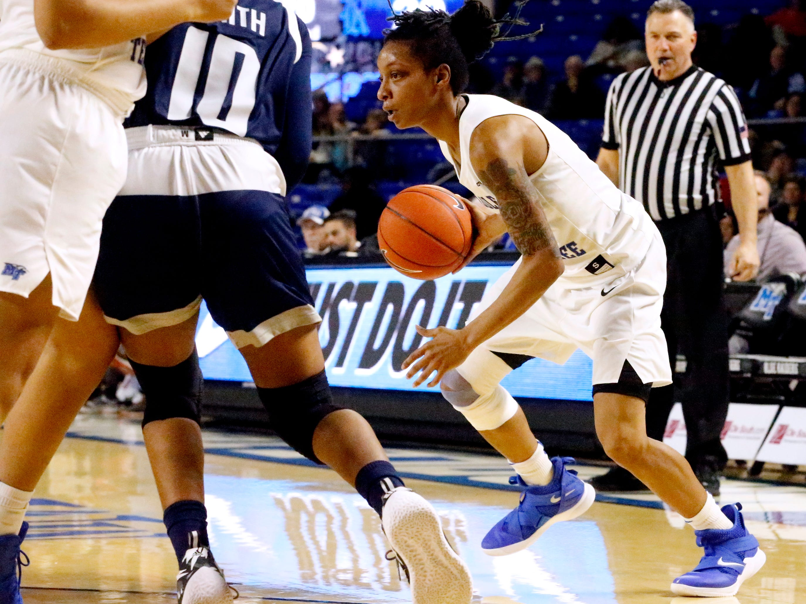 MTSU's guard A'Queen Hayes (1) moves the ball around the cut during the game against Rice on Thursday Jan. 24, 2019.
