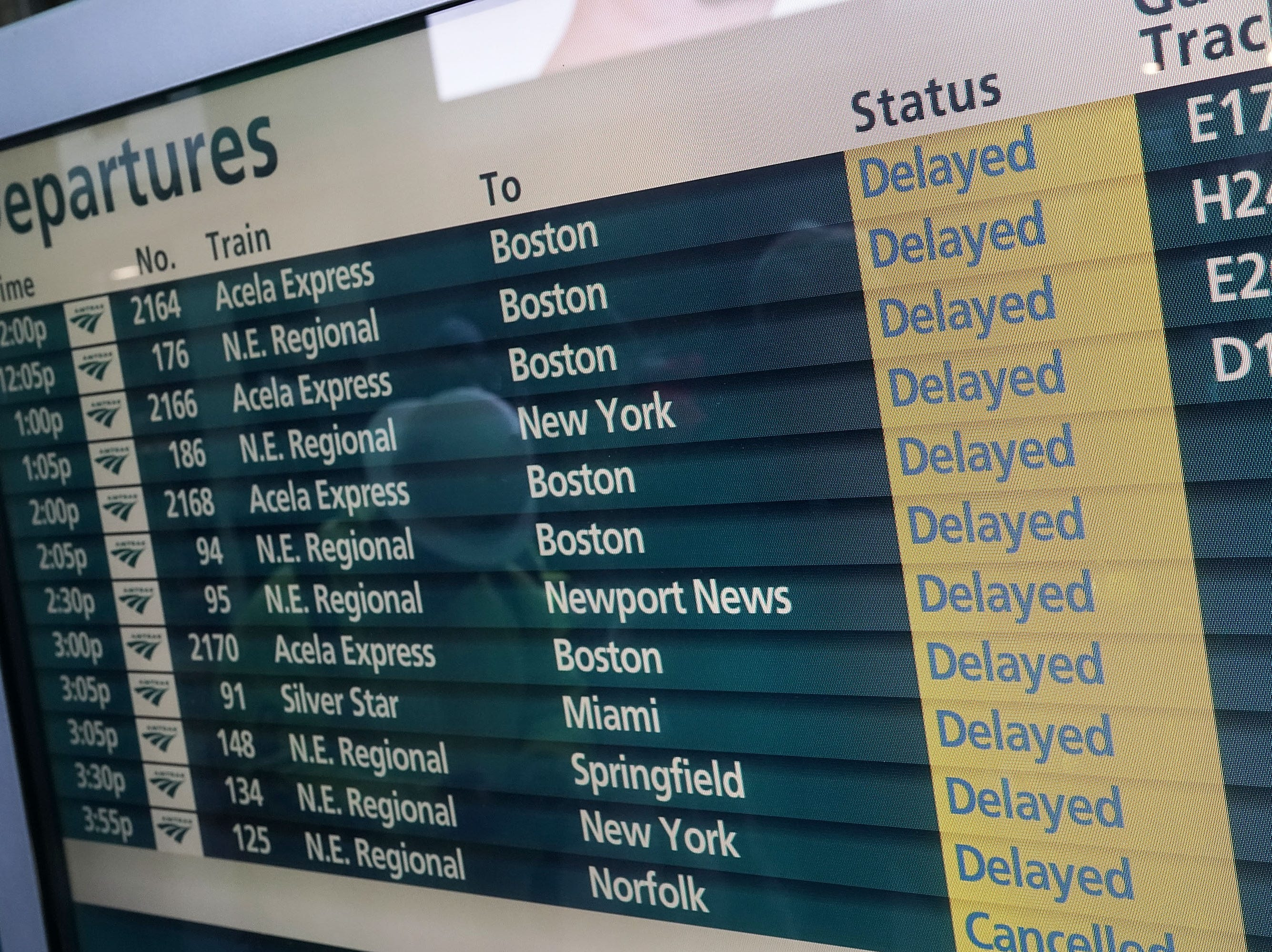 WASHINGTON, DC - MARCH 02:  Service delays are shown on a bulletin board March 2, 2018 at Union Station in Washington, DC. Amtrak has cancelled all service on its Northeast Corridor from Washington, DC to Boston until tomorrow due to multiple weather related issues.  (Photo by Alex Wong/Getty Images)