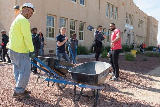 """AACCC junto con Valley of the Sun United Way llevaron a cabo """"El Día de Servicio Comunitario"""" con el que se honró el legado de Martin Luther King, Jr"""