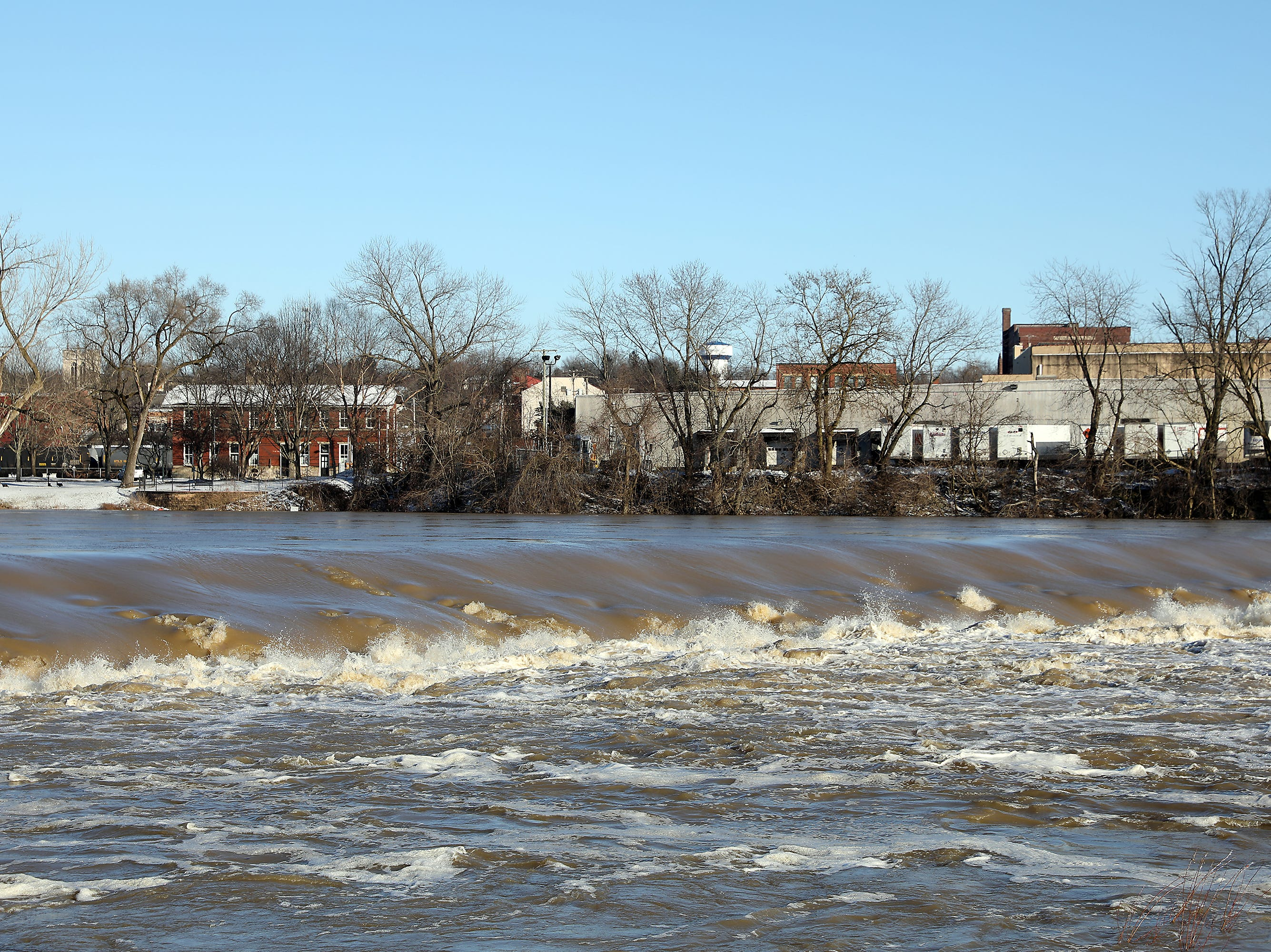 The Muskingum River dam at Zanesville Friday afternoon.