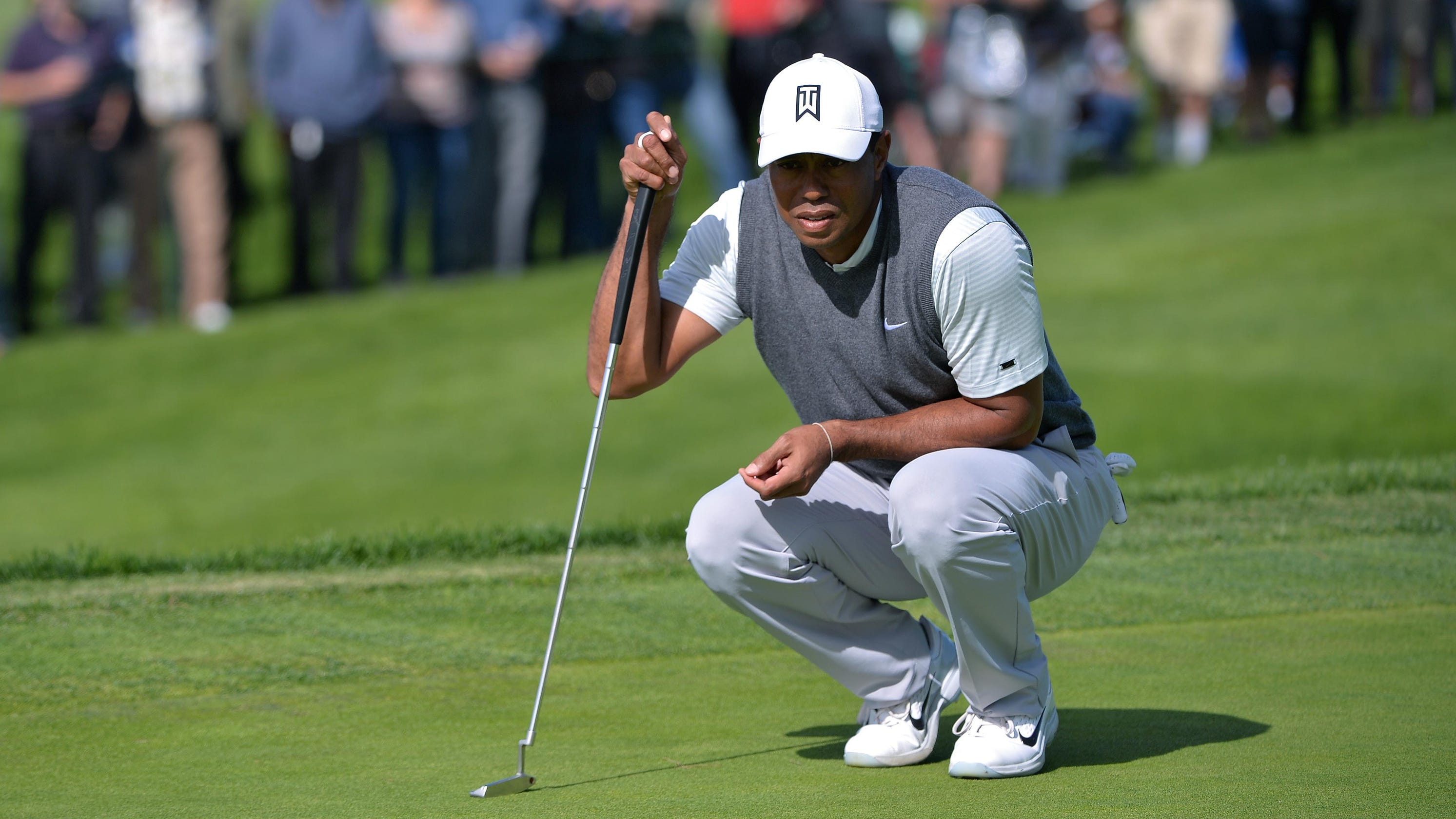 ae317b7553a81 Tiger Woods posts shaky but solid opening round at Torrey Pines