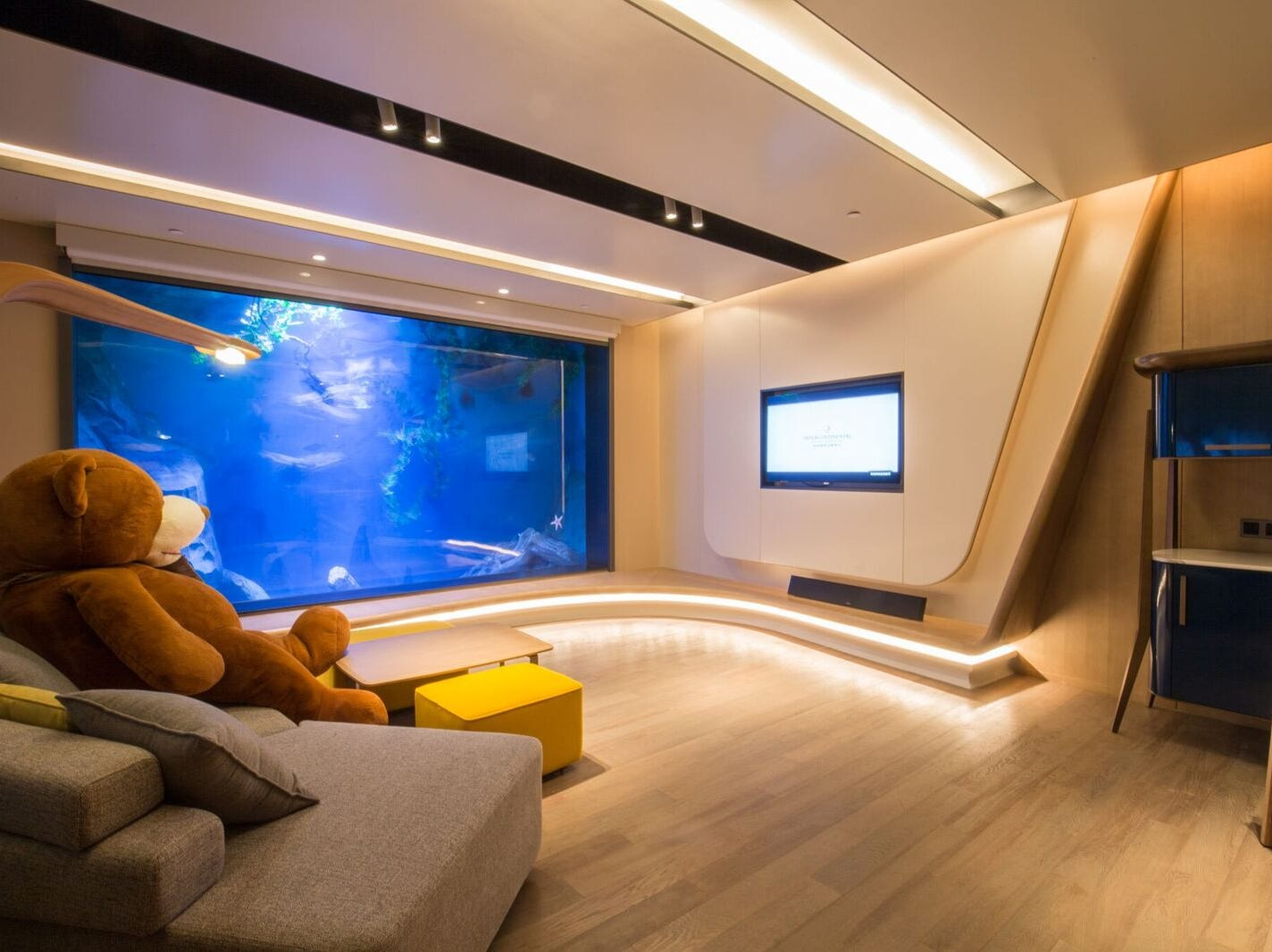 Six underwater duplex suites have entertaining aquarium views, which are sure to be popular with families. They are designed to resemble a yacht with their hardwood floors and nautical accents. Like the guest rooms, their color schemes evoke hues from the rocks like iron ore, red iron ore and calcium carbonate albeit in more evocative forms.
