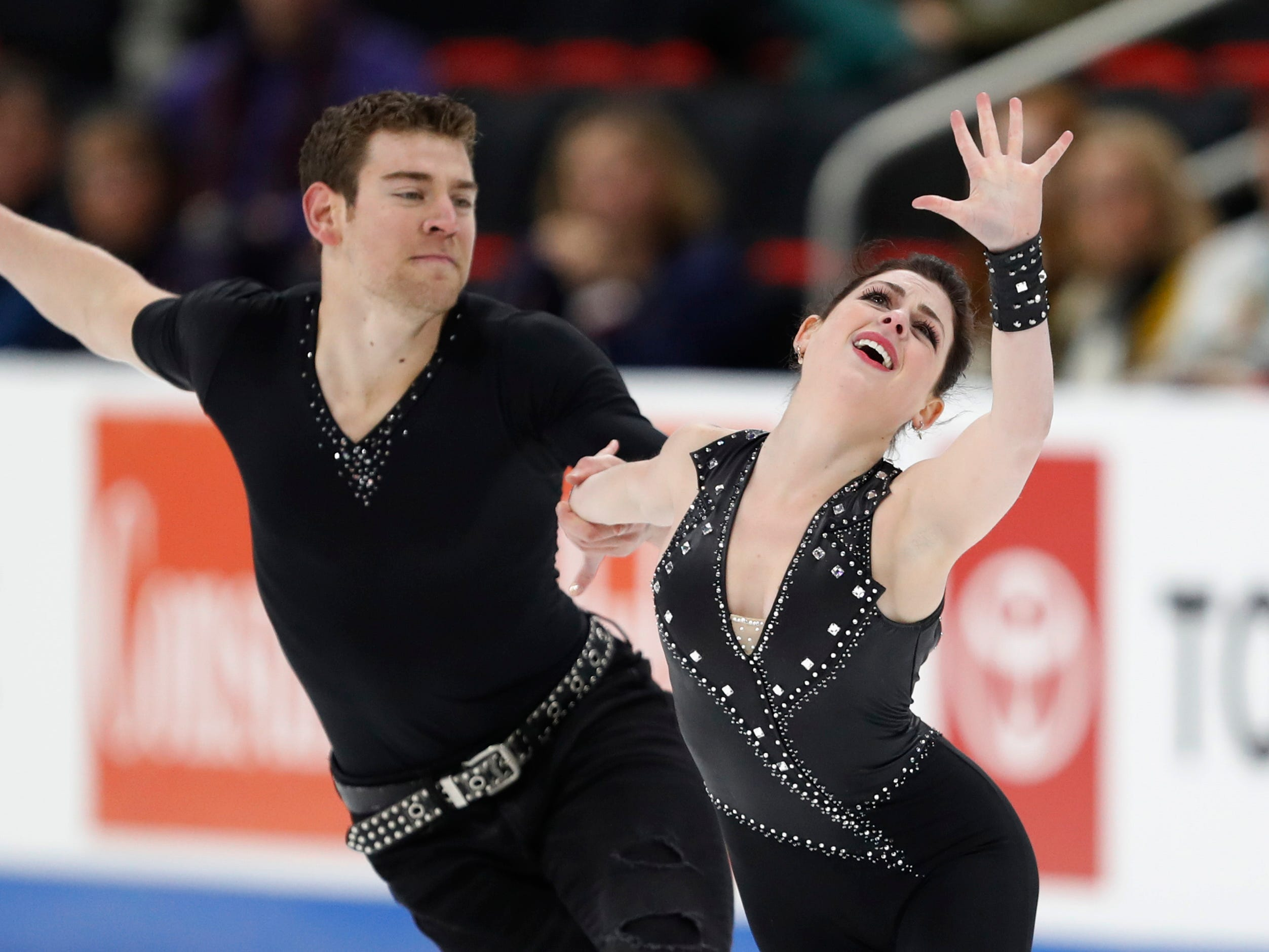 Haven Denney and Brandon Frazier perform in the pairs short program.