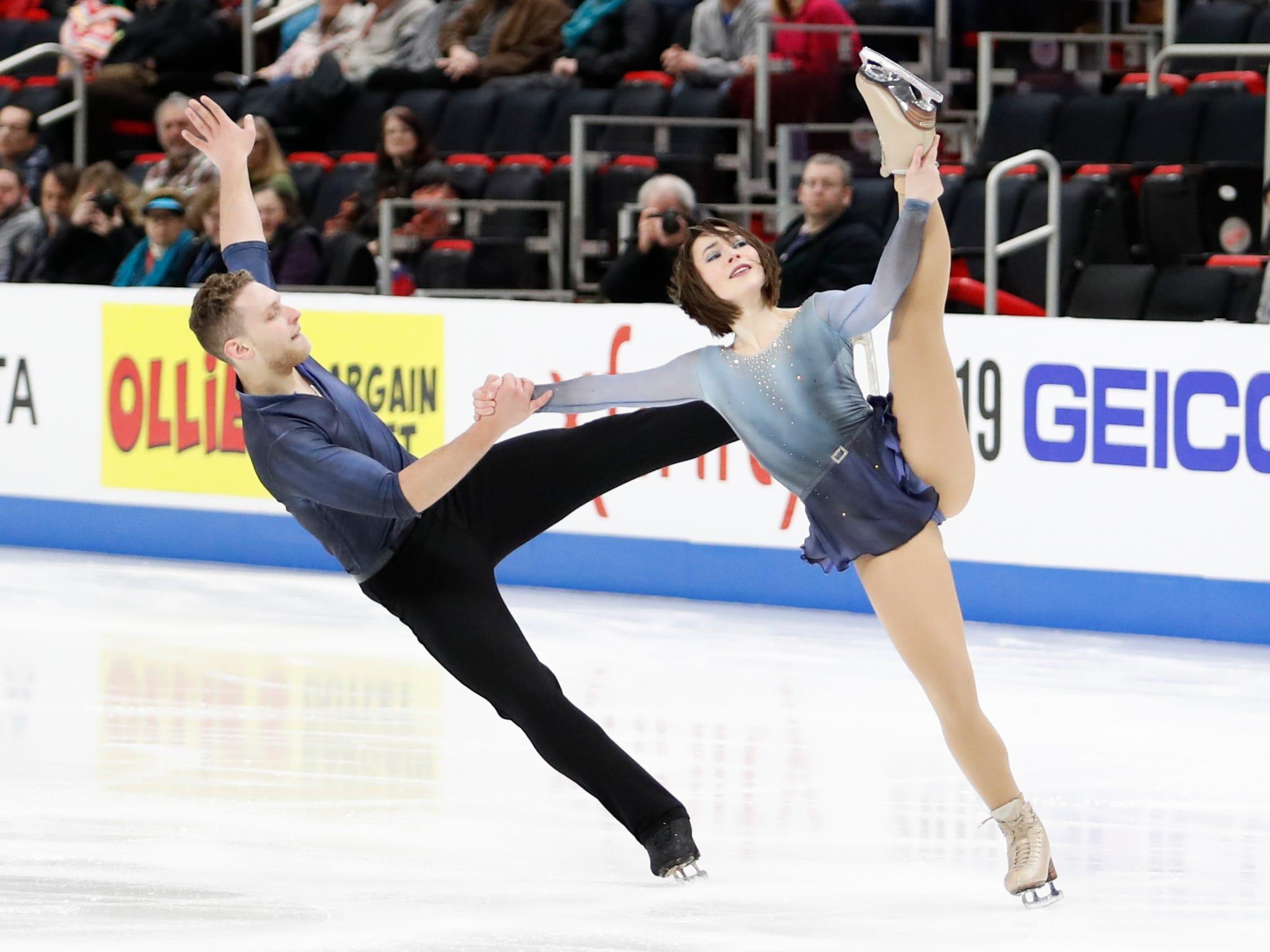 Allison Timlen and Justin Highgate-Brutman perform in the pairs short program.