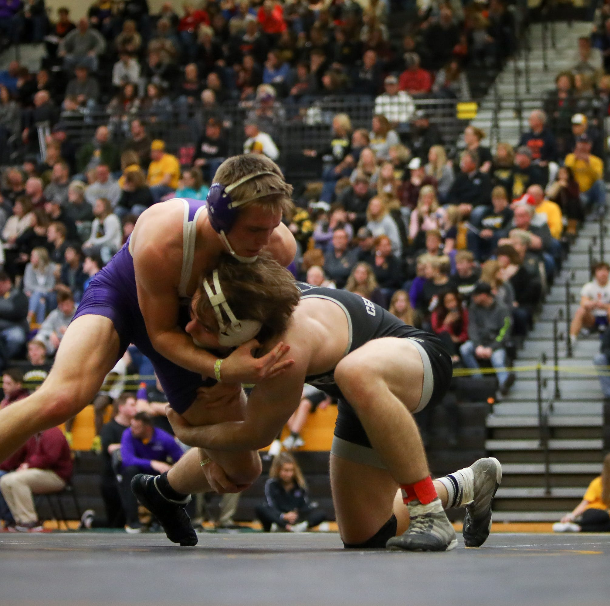 Iowa high school state wrestling: Friday's live updates and analysis