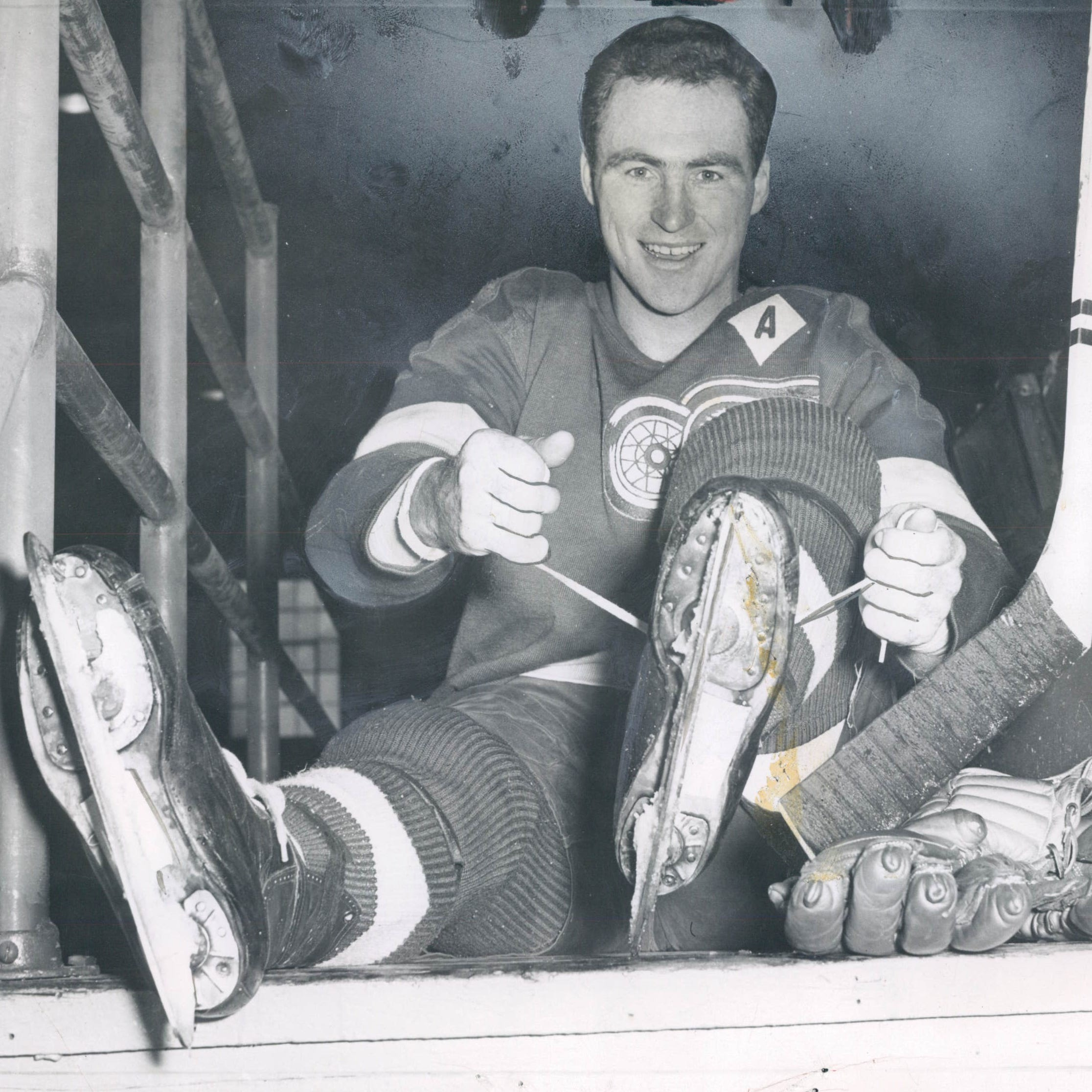 Red Kelly, among the greatest Detroit Red Wings of all time, dies at 91