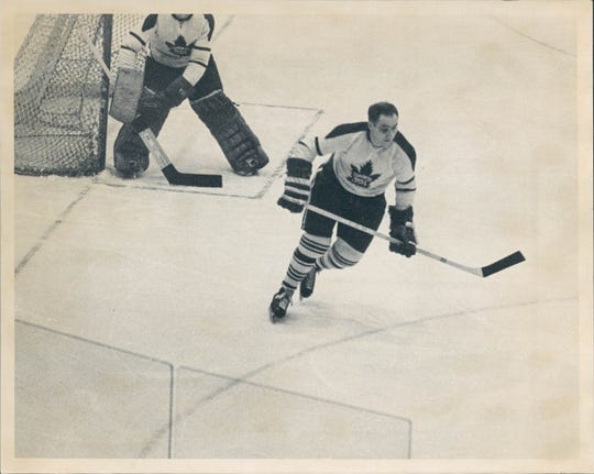 Red Kelly played with the Maple Leafs from 1960-67.