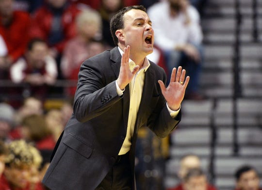 Hoosiers coach Archie Miller yells to his team during the game against Michigan.