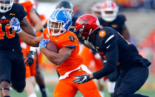 North running back Tony Pollard, of Memphis, carries the ball past South defensive back Isaiah Johnson, of Houston, (14) for a touchdown during the Senior Bowl on Jan. 26, 2019, in Mobile, Ala.