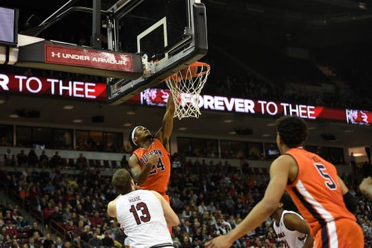 Auburn forward Anfernee McLemore dunks against South Carolina on Jan. 22, 2019, in Columbia, S.C.