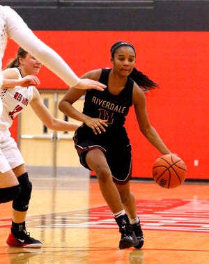 Riverdale's Aislynn Hayes (11) brings the ball down the court during the game against Stewart Creek on Friday Jan. 25, 2019.