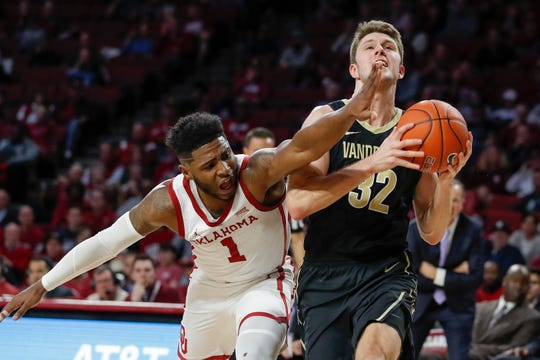 Vanderbilt Commodores forward Matt Ryan (32) drives to the basket as Oklahoma Sooners guard Rashard Odomes (1) defends on Jan. 26, 2019.
