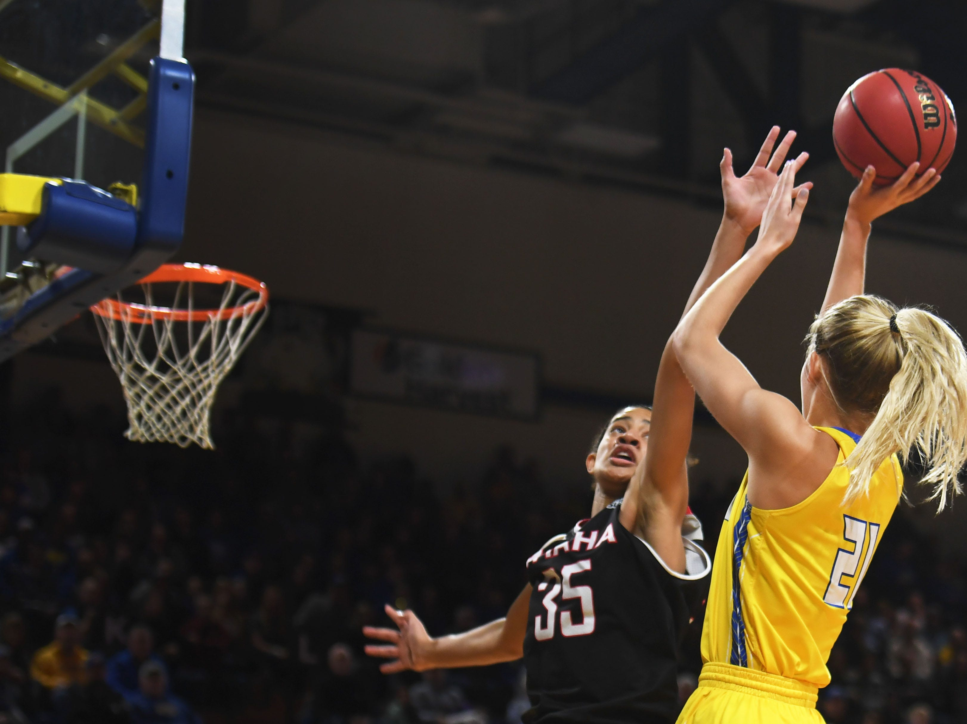 Omaha's Mariah Murdie attempts to block SDSU's Tylee Irwin during the game Saturday, Jan. 26, at Frost Arena in Brookings.