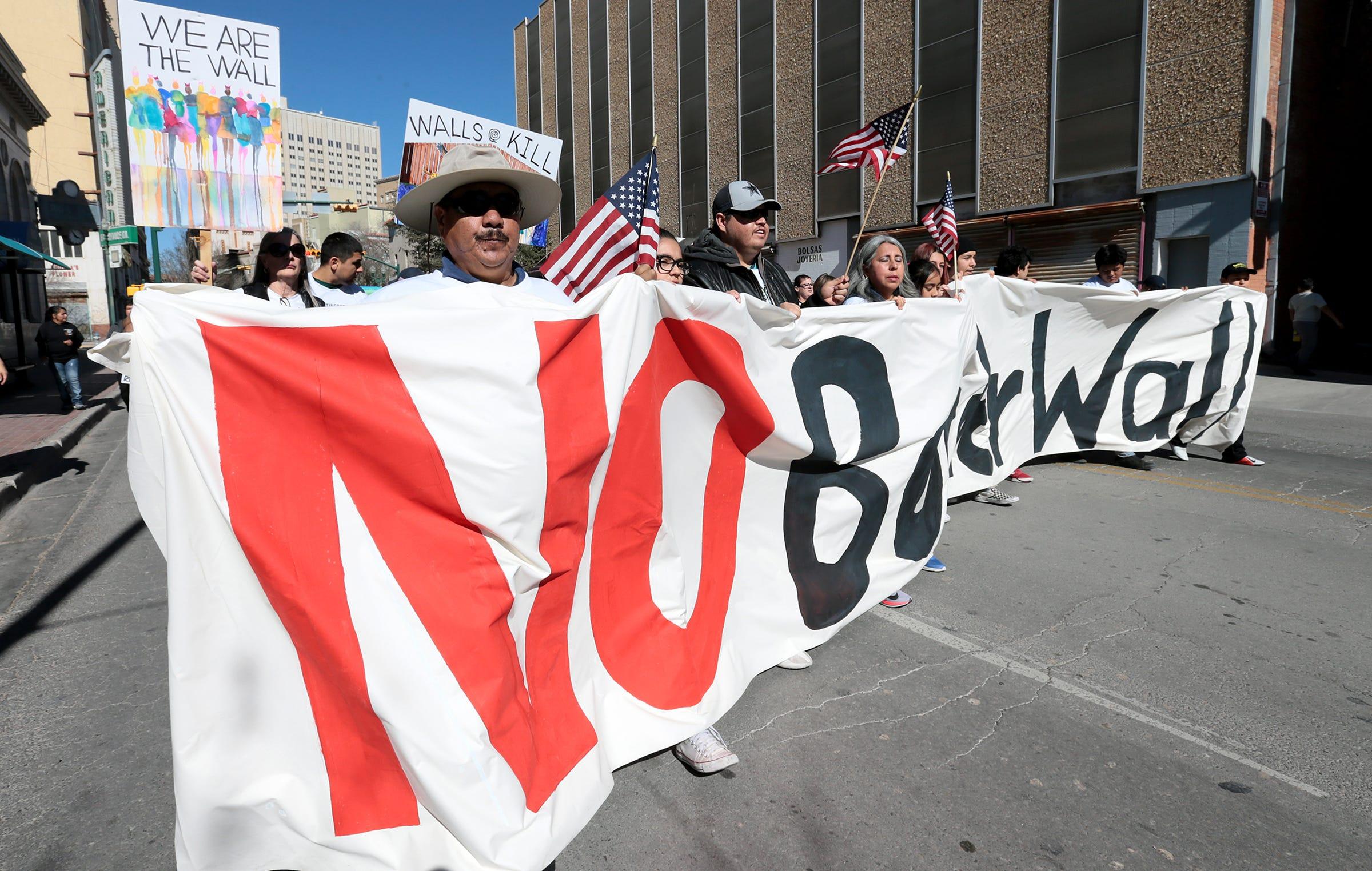ded20dda8 At El Paso rally, Donald Trump jabs at mayor, continues push for border wall