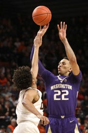 Washington's Dominic Green, right, shoots past Oregon State's Stephen Thompson Jr.'s defense during the first half of an NCAA college basketball game in Corvallis, Ore., Saturday, Jan. 26, 2019.
