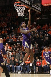 Washington's Nahziah Carter drives to the basket during the first half of an NCAA college basketball game against Oregon State in Corvallis, Ore., Saturday, Jan. 26, 2019.