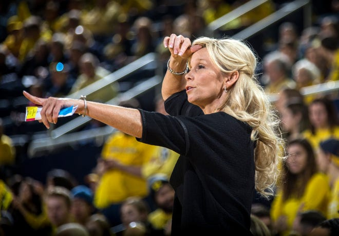 Michigan State coach Suzy Merchant gestures from courtside in the first half of MSU's 77-73 win on Sunday, Jan. 27, 2019, at Crisler Center.
