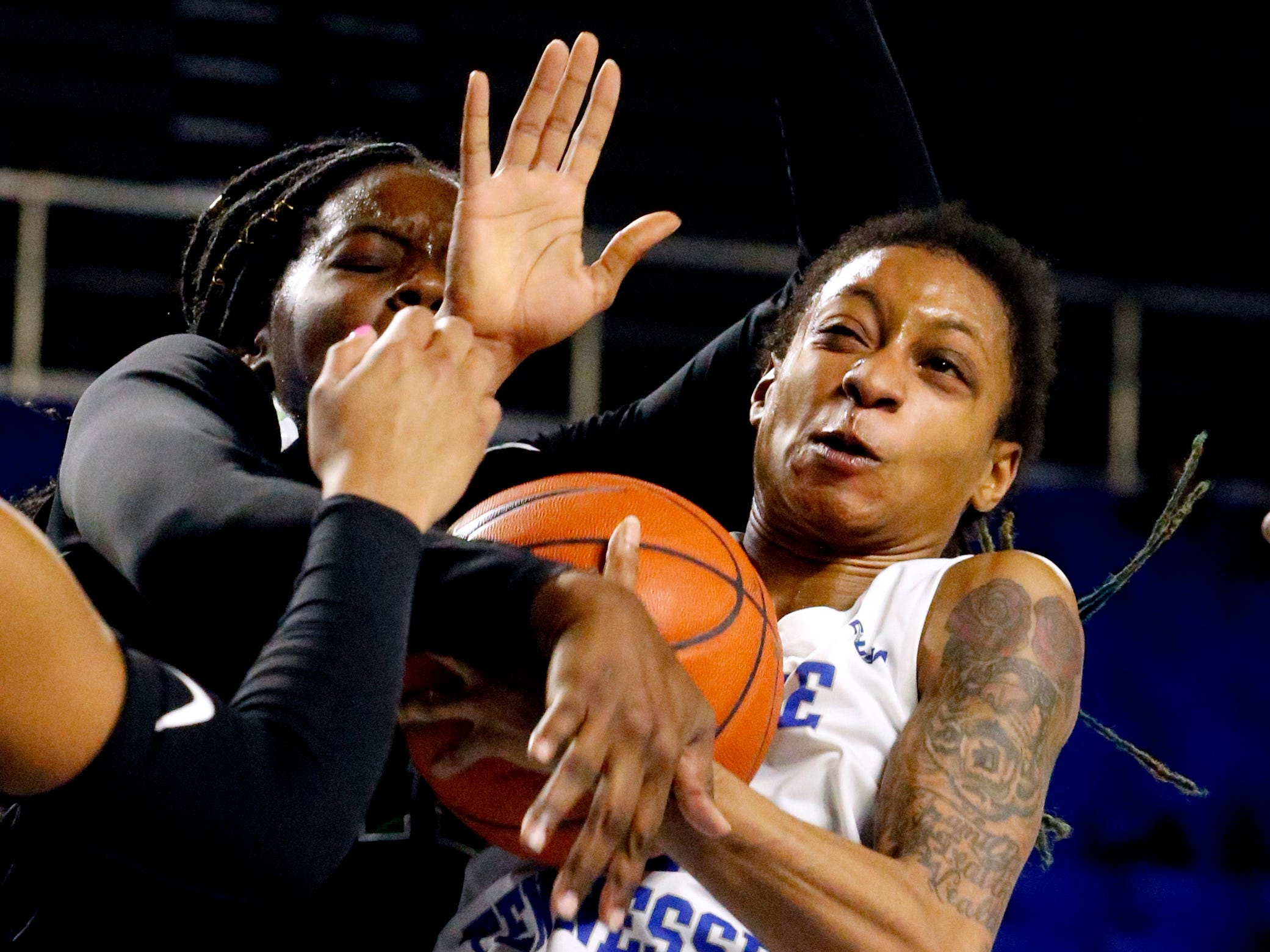 MTSU's guard A'Queen Hayes (1) and North Texas' forward/center Anisha George (42) fight for position of the ball on Saturday Jan. 26, 2019.