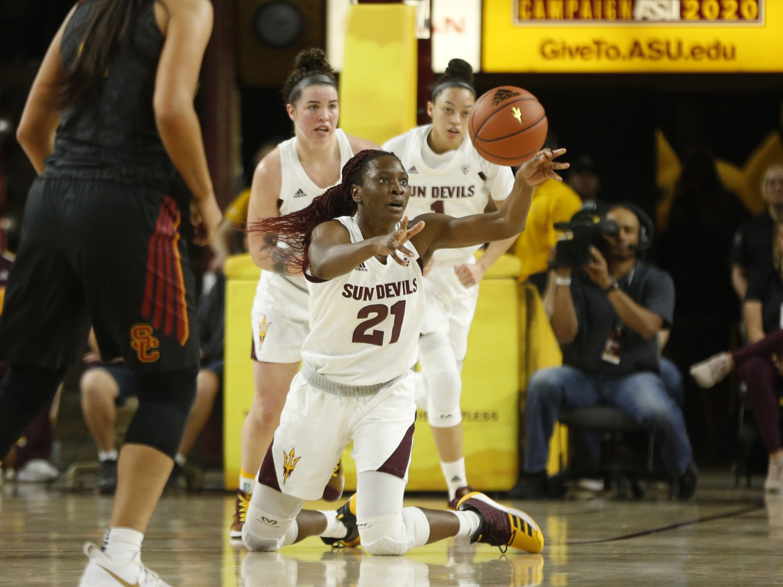 ASU's Sophia Elenga (21) makes a pass fro the floor against USC during the second half at Wells Fargo Arena in Tempe, Ariz. on January 27, 2019.