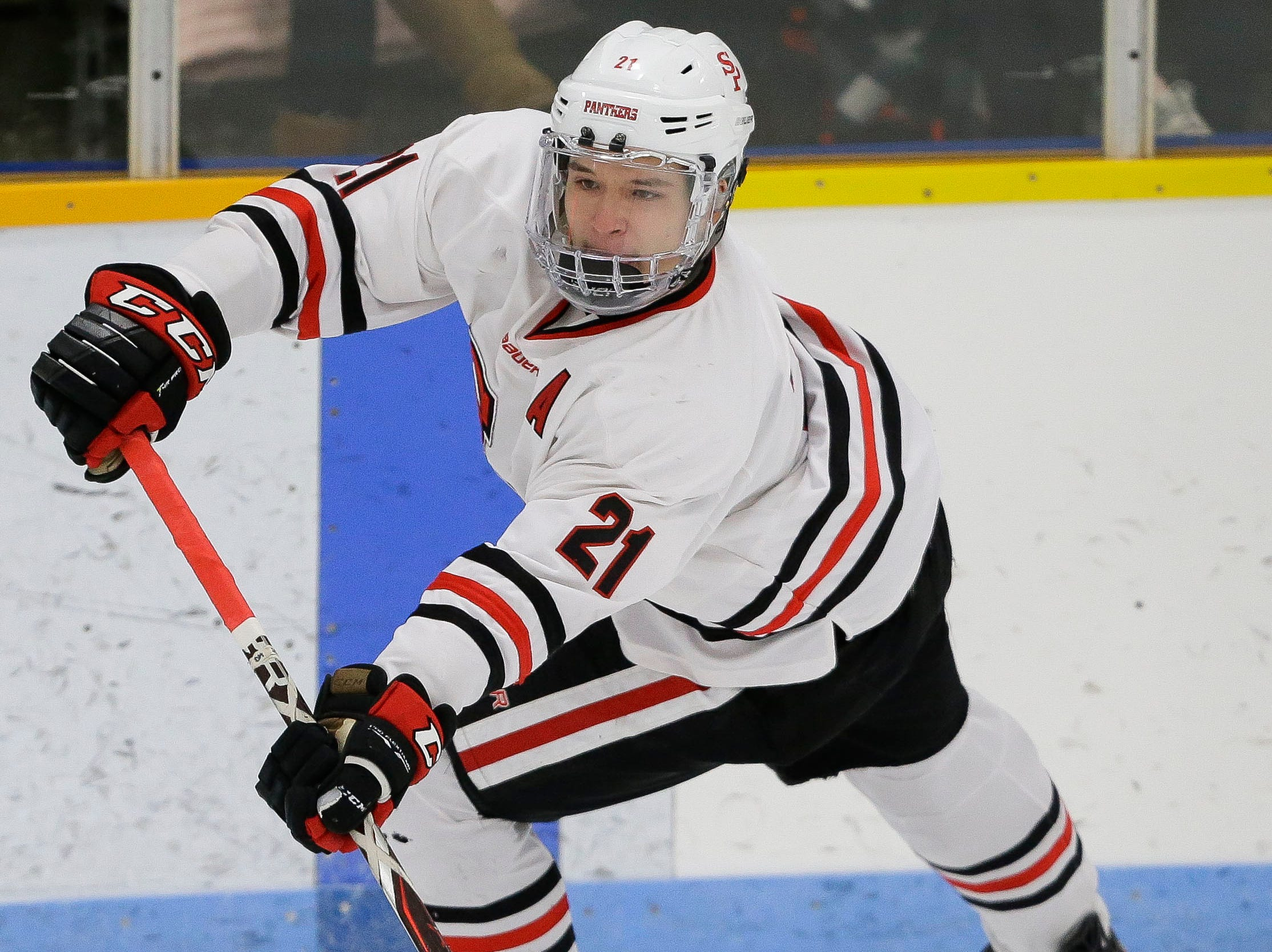 SPASH's Jake Minch (21) passes the puck against Verona on Saturday, January 26, 2019, at K.B. Willett Ice Arena in Stevens Point, Wis. Tork Mason/USA TODAY NETWORK-Wisconsin