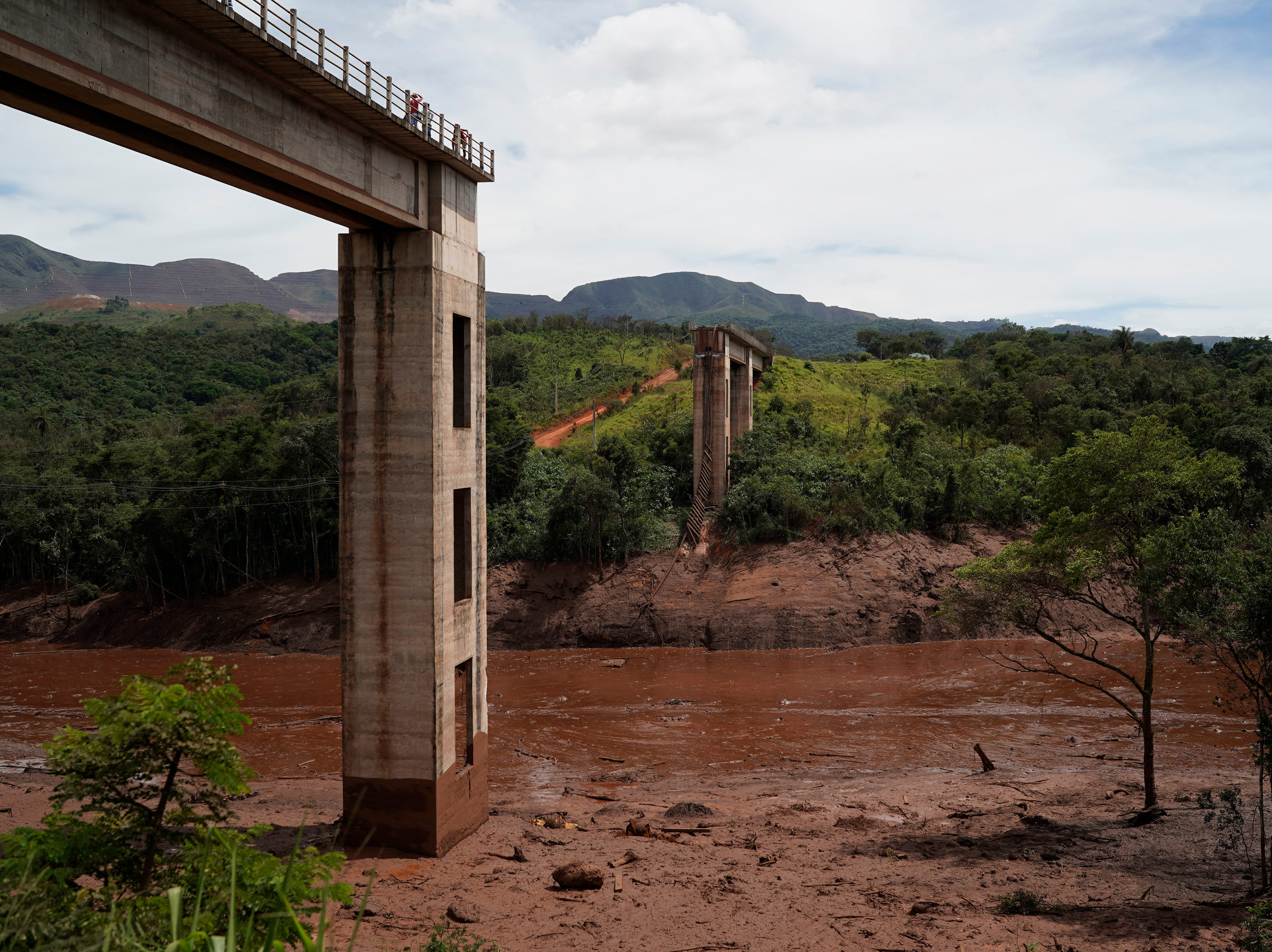 A rail bridge stands cut in half two days after a dam collapse in Brumadinho, Brazil, Sunday, Jan. 27, 2019. Brazilian officials on Sunday suspended the search for potential survivors of a dam collapse that has killed at least 40 people amid f