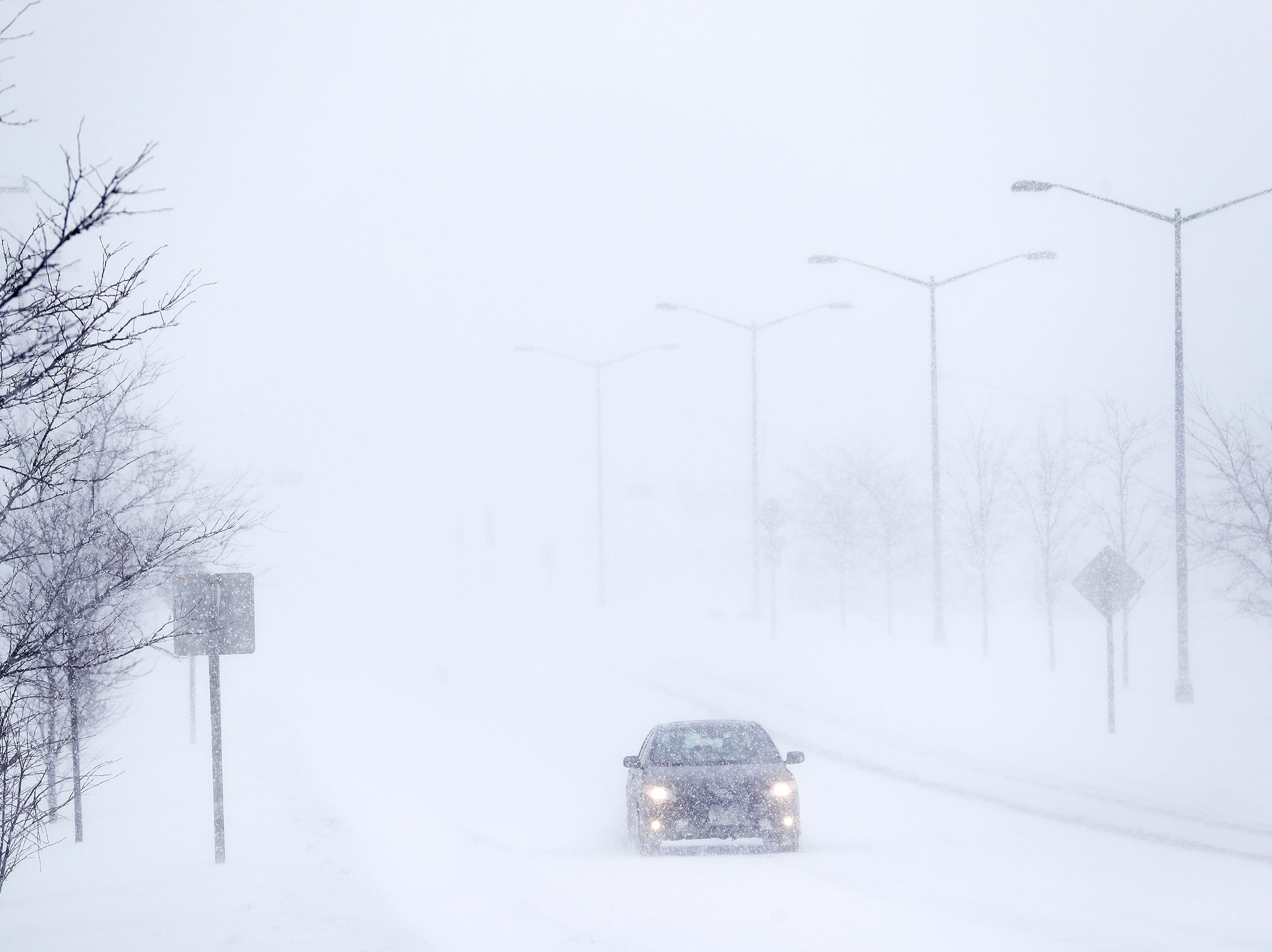 Traffic moves along Mason St during a snowstorm on Monday, January 28, 2019 in Green Bay, Wis.