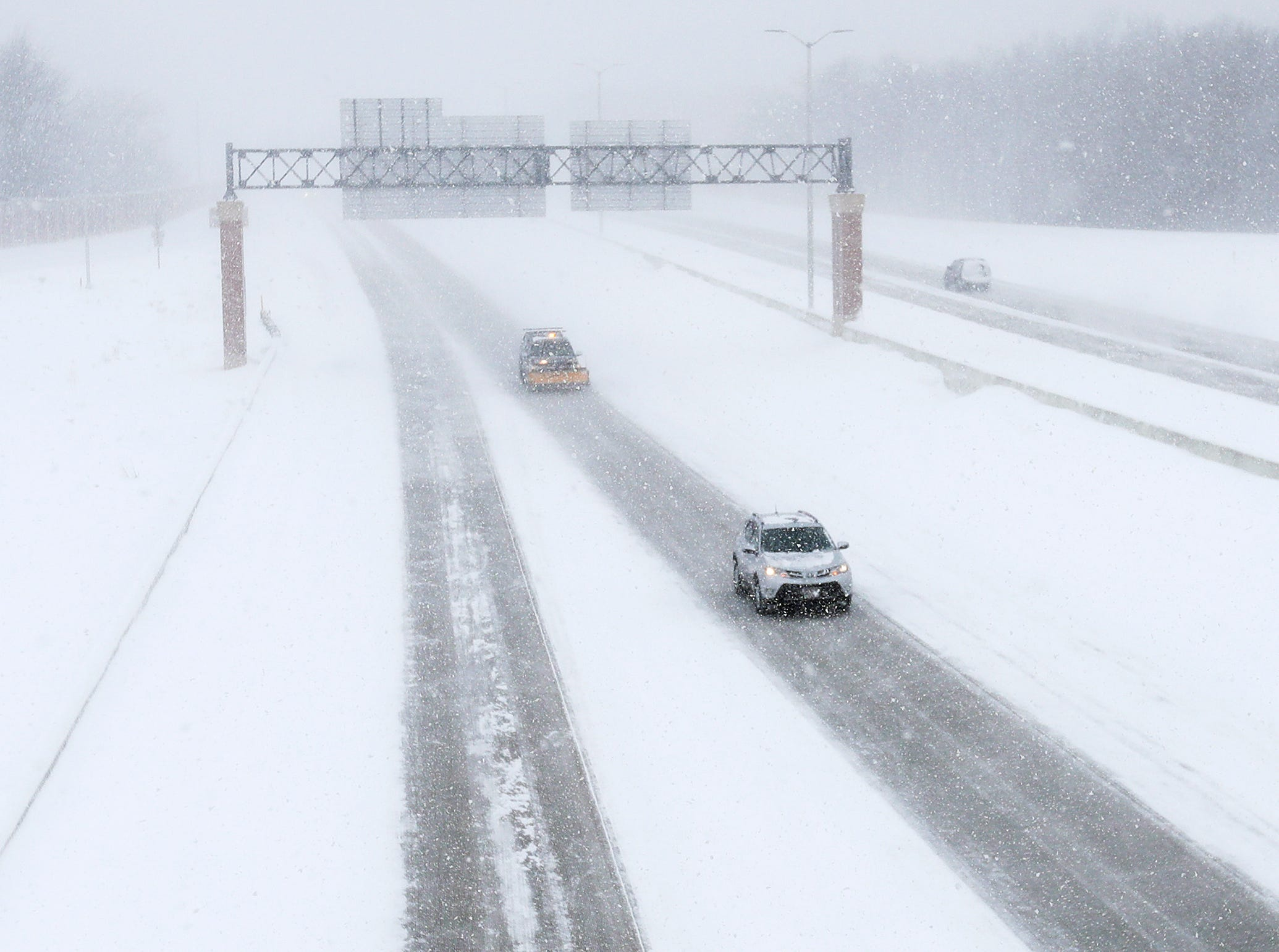 Traffic moves along I-41 during a snowstorm on Monday, January 28, 2019 in Green Bay, Wis.