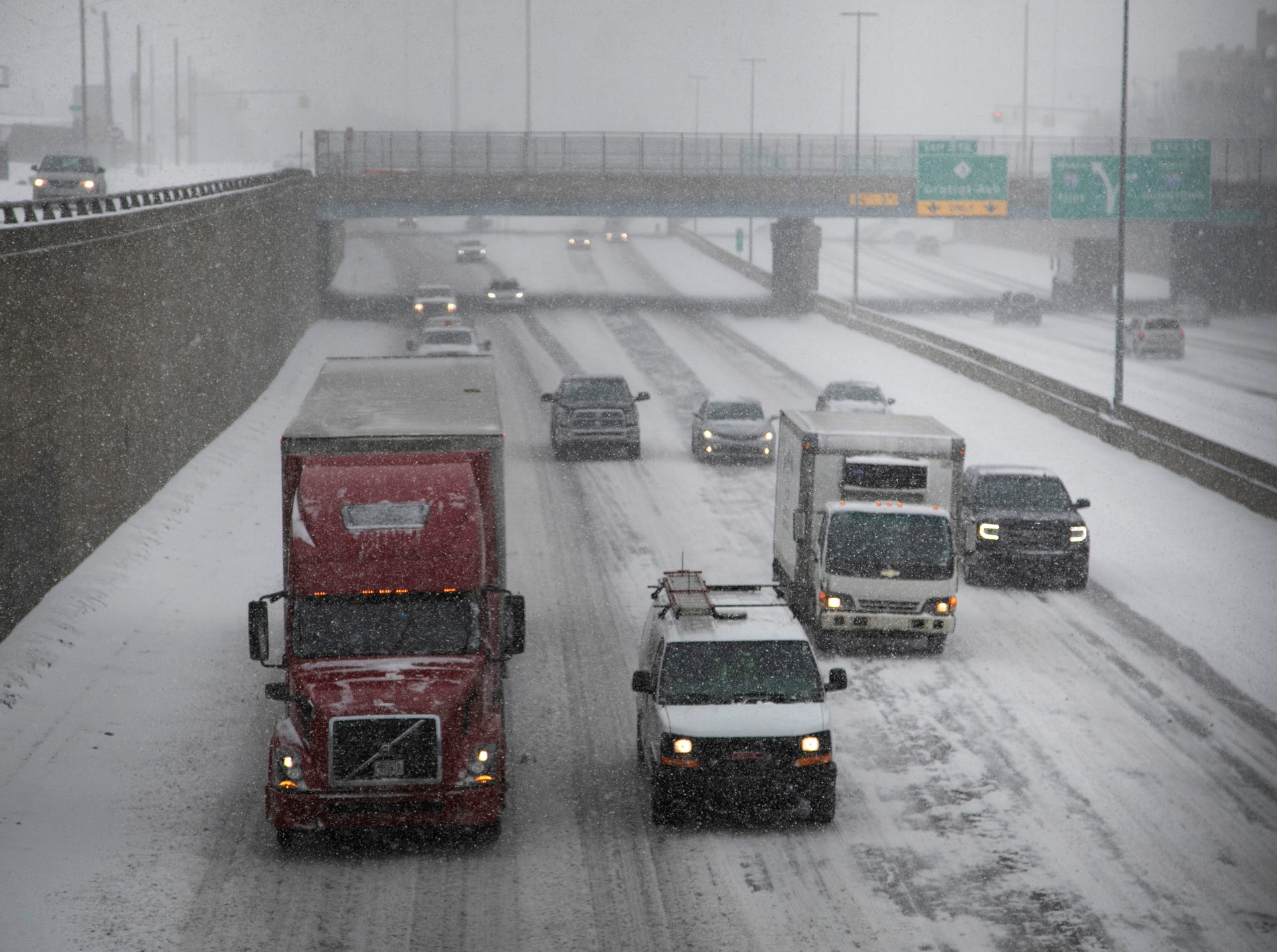 Steady traffic heads southbound on I-75 as heavy snows hit metro Detroit on Monday, Jan. 28, 2019.