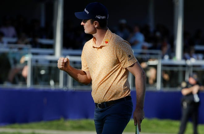 Justin Rose reacts after making a putt for birdie on the 16th hole of the South Course at Torrey Pines on Sunday.