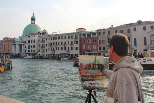 Manitowoc artist Bob Beck painting in Venice.