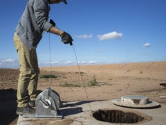 As developers built homes, Arizona groundwater levels fell. It can't continue, report says