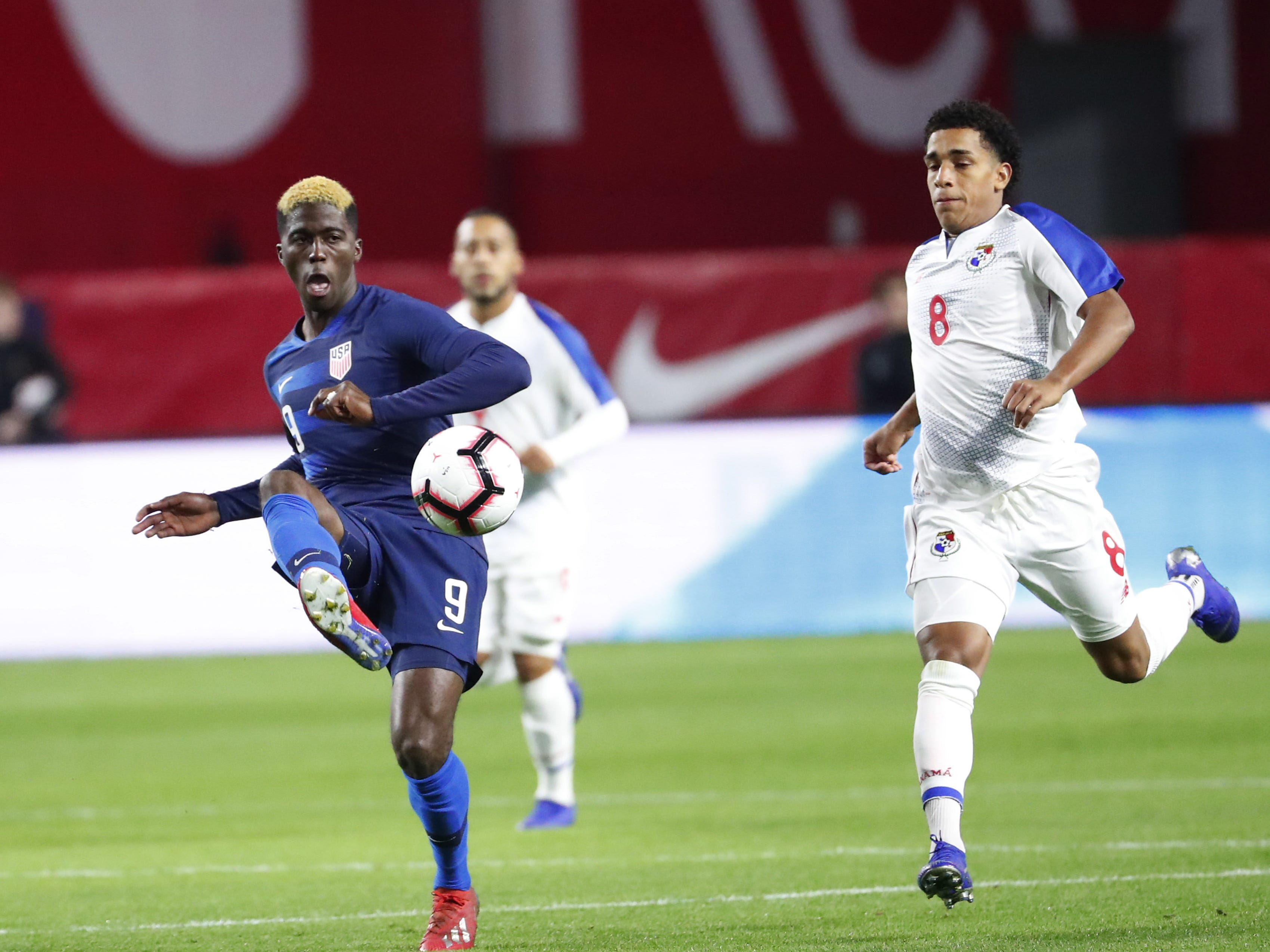 U.S. midfielder Gyasi Zardes (9) passes the ball while defended by Panama midfielder Adalberto Carrasquilla (8) during the first half of a friendly on Jan. 27, 2019 in Glendale, Ariz.