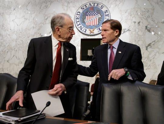 El senador republicano Chuck Grassley y su colega demócrata Richard Blumenthal, impulsan la propuesta.