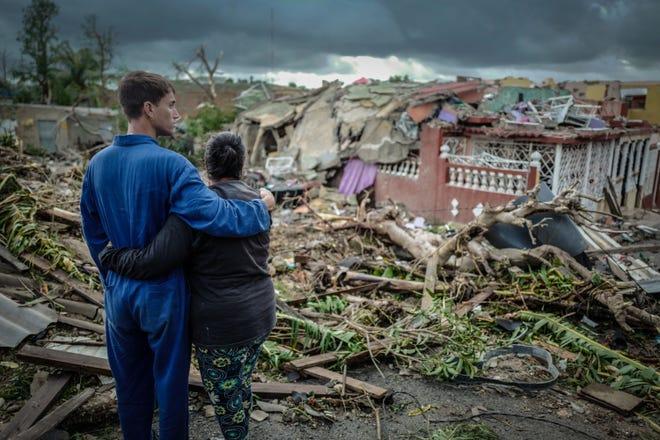 Un raro y poderoso tornado que azotó a La Habana mató a tres personas y dejó 172 heridos, dijo el presidente cubano Miguel Díaz-Canel.