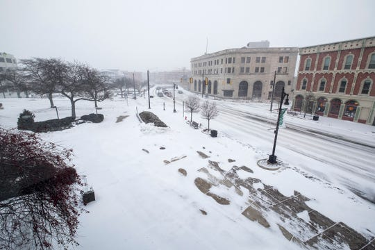 Snow falls in downtown Port Huron Monday, Jan. 28, 2019. Temperatures are expected to plummet this week, with Wednesday's high of 0 degrees.