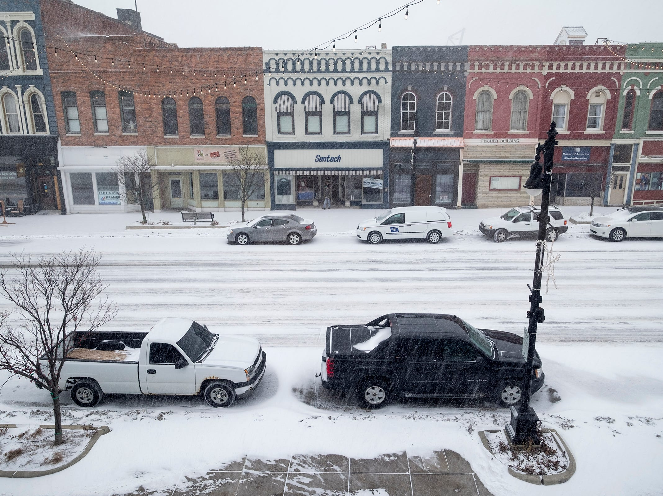 Snow falls in downtown Port Huron Monday, Jan. 28, 2019. As of noon Monday, the National Weather Service predicted a total snow accumulation