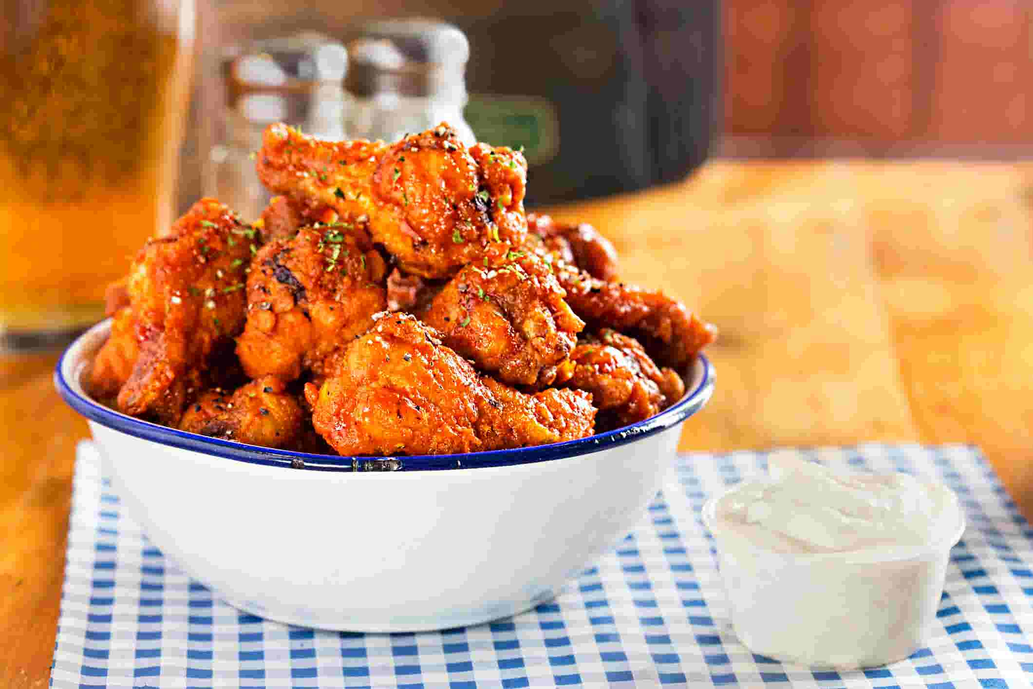 8d6e844342c Spice up your Super Bowl party with these old-school Buffalo wings