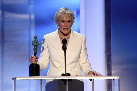 """Glenn Close accepts the Screen Actors Guild Award for her role in """"The Wife."""""""