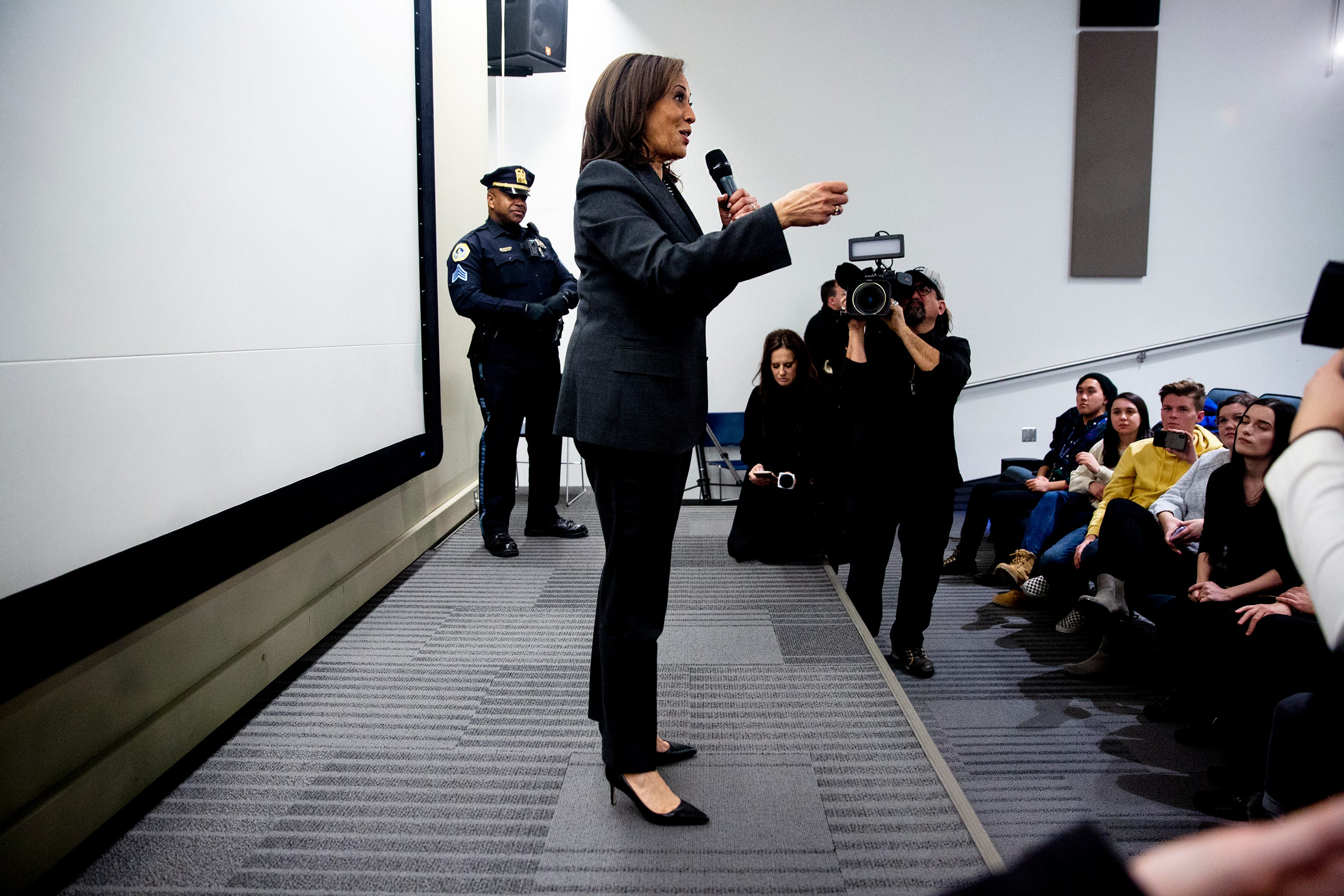Kamala Harris Introduces Herself To Iowa Voters At Cnn Town Hall
