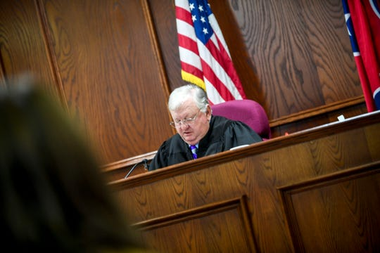 Jackson City Court Judge Blake Anderson speaks to attorney Colin Morris and defendant John David Robison at the arraignment for Robison at Jackson City Court in Jackson, Tenn., on Tuesday, Jan. 29, 2019.