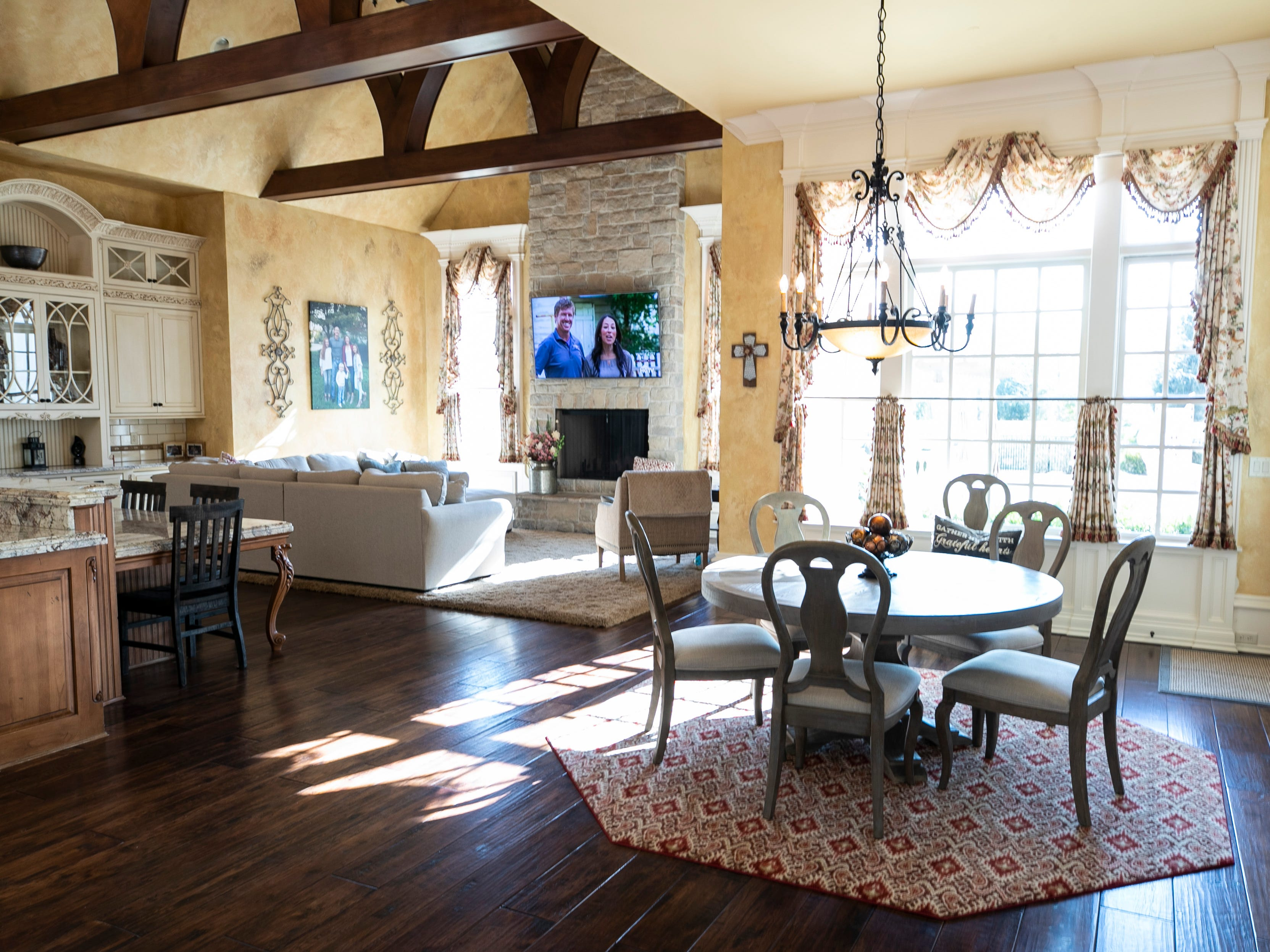 Large windows allow for a bright kitchen and dining area at the Mack home.