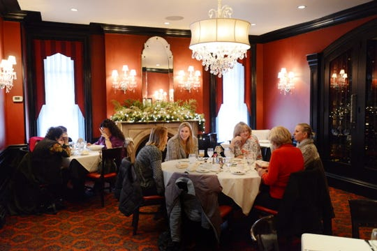 .  HO-HO-KUS INN:  Crystal Room.    Carmine Galasso/Staff Photographer.