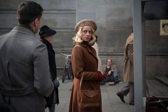 """Hanni Levy (Alice Dwyer) outside a cinema in """"The Invisibles."""""""
