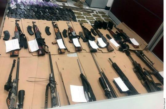 De acuerdo con la Secretaría de Seguridad y Protección Ciudadana (SSPC), al realizar patrullajes en Sonora, los agentes detectaron que tres vehículos transportaban armas sobre la carretera Moctezuma-Agua Prieta.