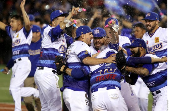 Charros festejan su primer título en la Liga Mexicana del Pacífico.