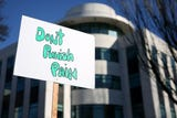 A Don't Punish Pain rally outside the Oregon Health Authority in Salem on Tuesday, Jan. 29, 2019.