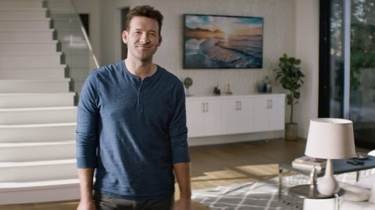 Tony Romo shows us how to take it easy in Sketchers' new Super Bowl ad.