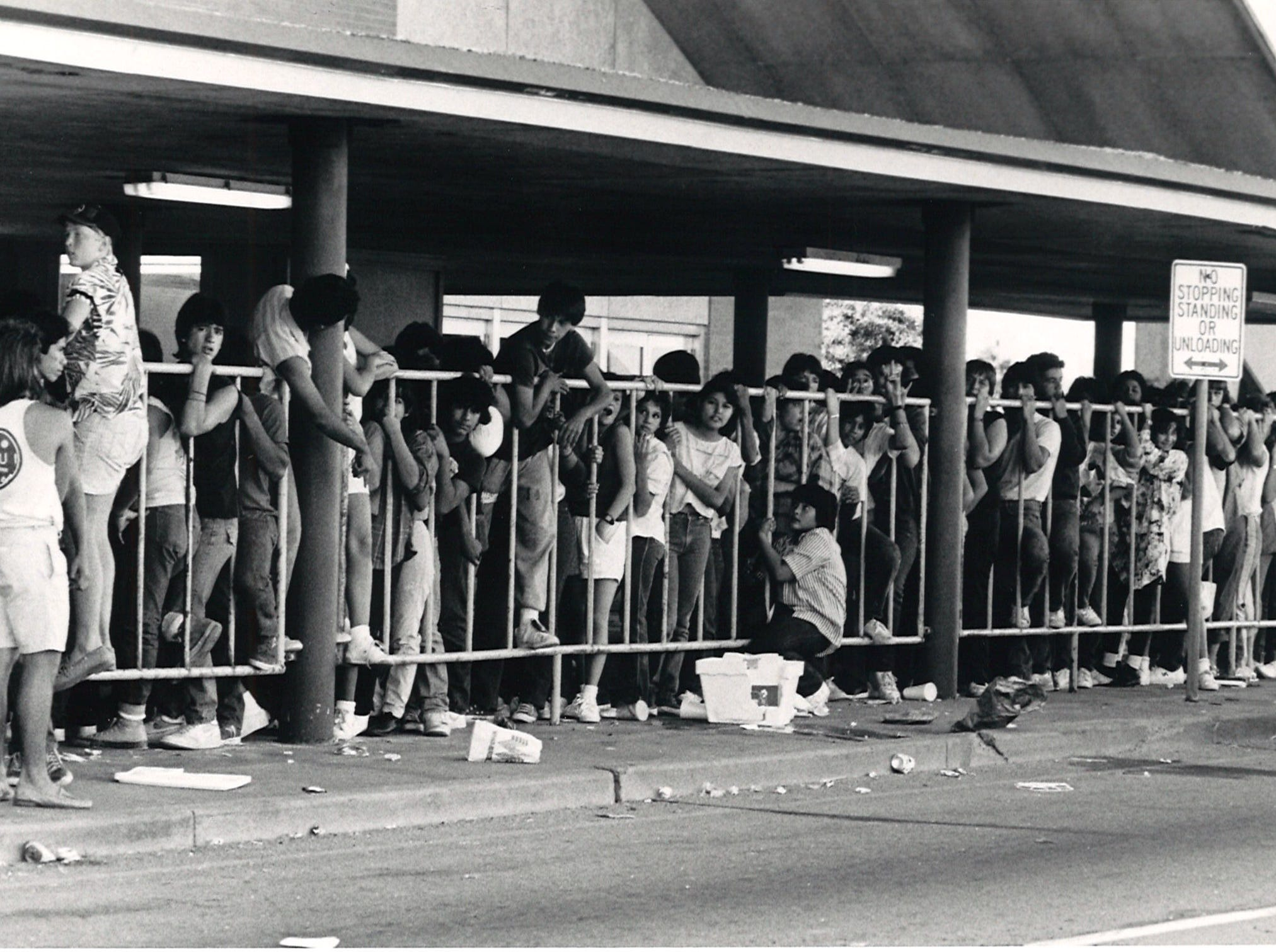 A crowd gathered in front of Memorial Coliseum in Corpus Christi on Oct. 5, 1985 as they waited for the Mötley Crüe concert.